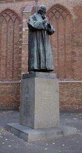 220px-naarden_comenius_standbeeld_001