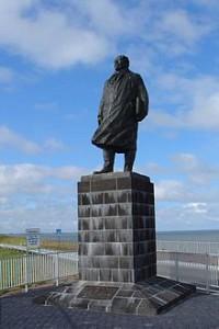 220px-standbeeld_lely_afsluitdijk