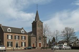 420px-roosteren_kerk_in_straatzicht_foto6_2011-03-20_11-17